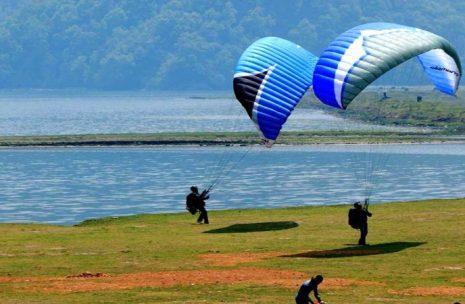Paragliging Lands in Sedi